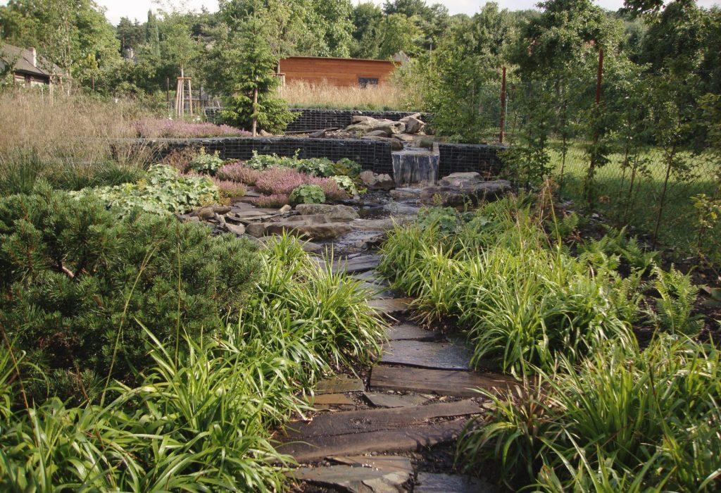 zahrada s jezerem1
