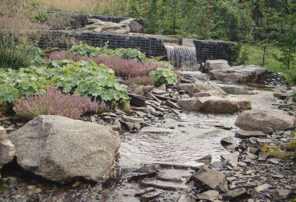 zahrada s jezerem2