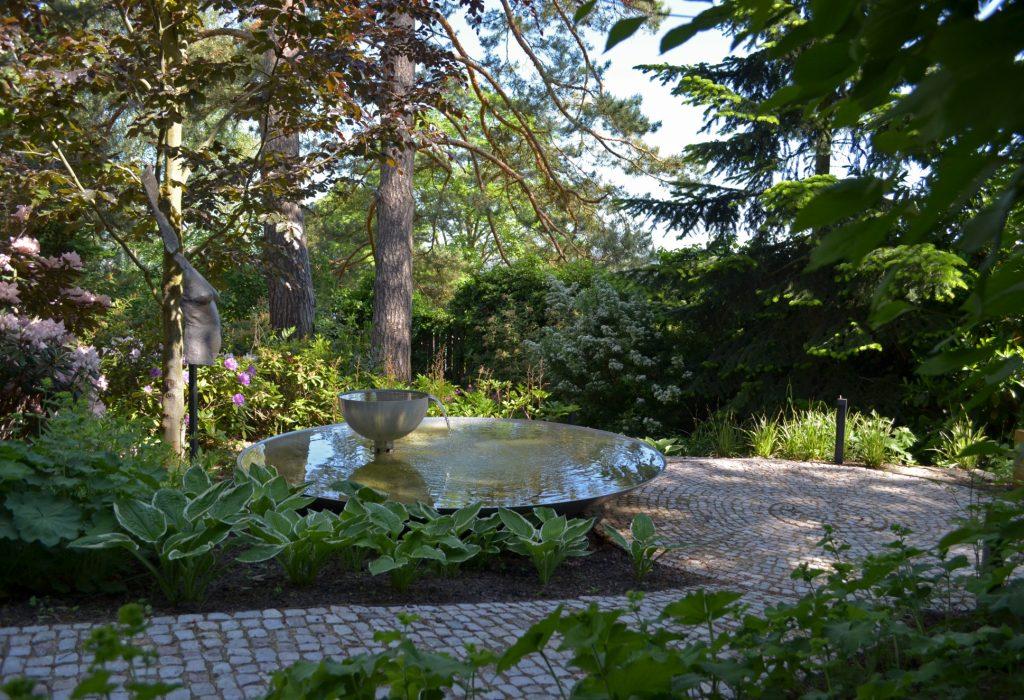 zahrada-se-sochou-03